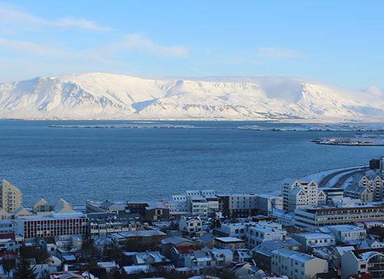 Island: Von kurzen Bäumen und langen Nächten