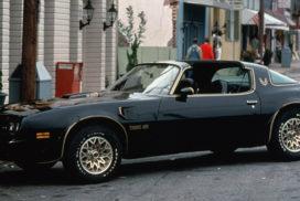 Cars & Movies: Pontiac TransAm (1977) in «Ein ausgekochtes Schlitzohr»