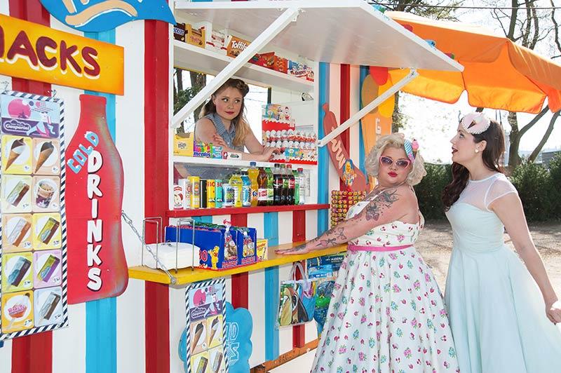 Regina, Anne & Diana - Mintgrünes Swing-Kleid: Hell Bunny
